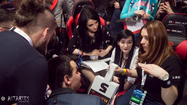 Jury konkursu ZOWIE w trakcie narady. Autorem zdjęcia jest Astartes Film Production.